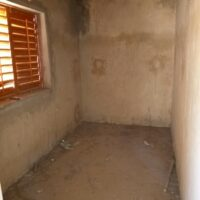 Magasin sans revêtements au murs et au sol